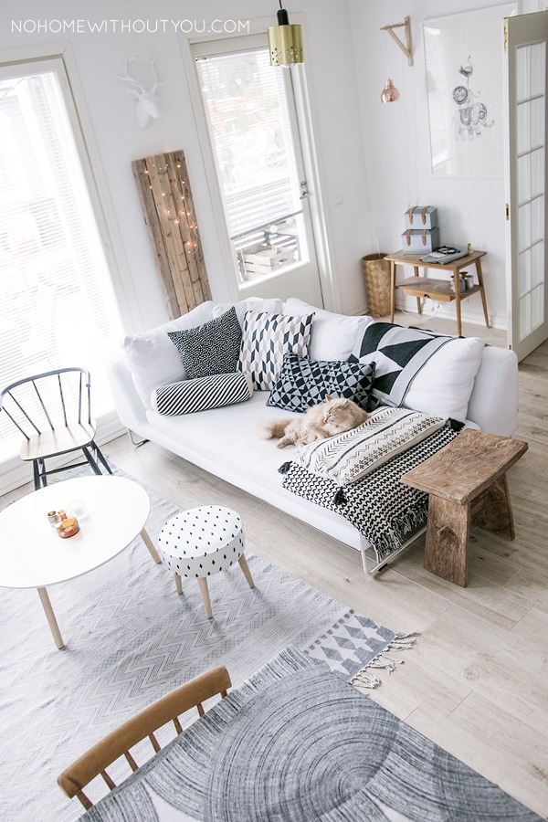 1-utiliza-pocos-muebles-y-no-muy-robustos-998970